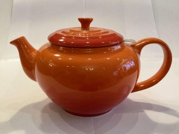 Le-Creuset-Teekanne-(Feuerrot)