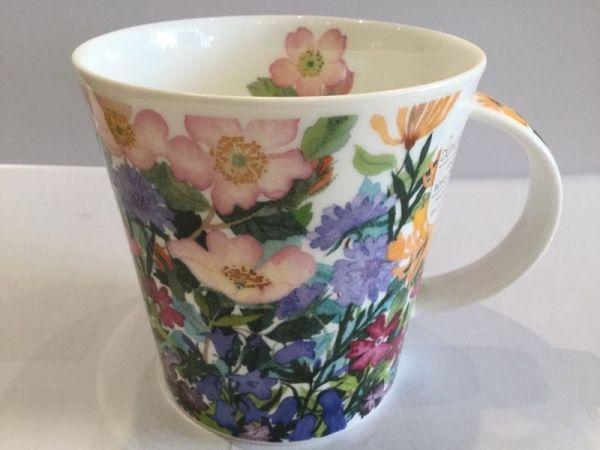 Porzellan Tasse (matte Blumenwiese)