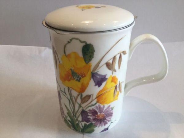 Porzellan Becher mit Edelstahl Filter und Porzellan Deckel (Blumenwiese)