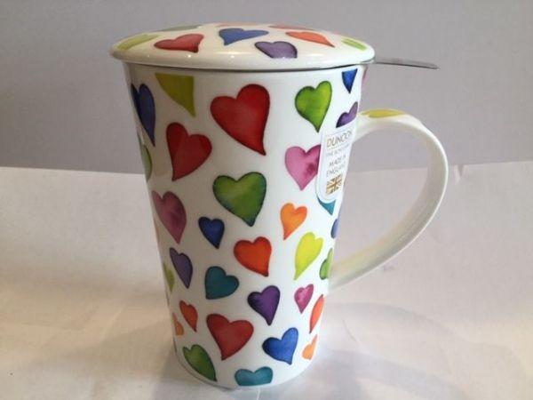 Tasse mit Edelstahlfilter und Porzellan Deckel (bunte Herzen)