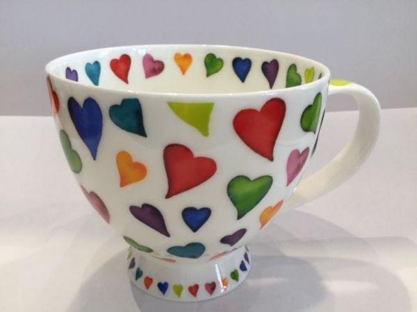 Porzellan Tasse Modell Syke (bunte Herzen)