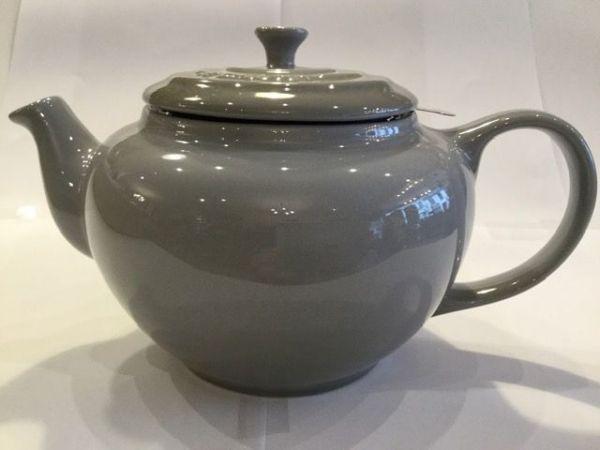 Le-Creuset-Teekanne-(grau)