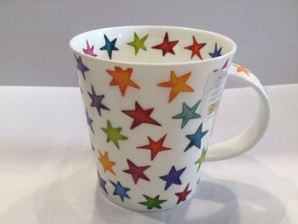 Porzellan Tasse (bunte Sterne)