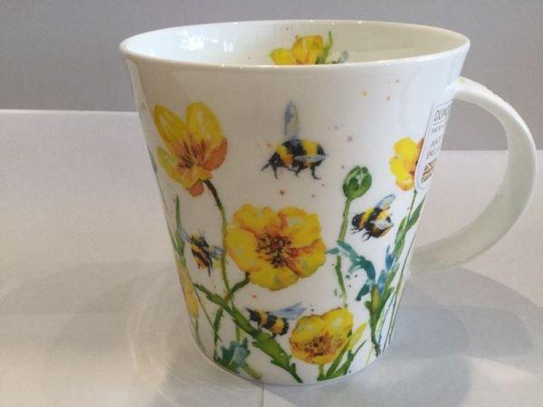 Porzellan Tasse (Biene und gelbe Blüten)