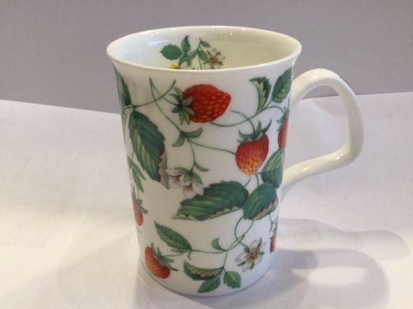 Porzellan Becher (Erdbeepflanze)