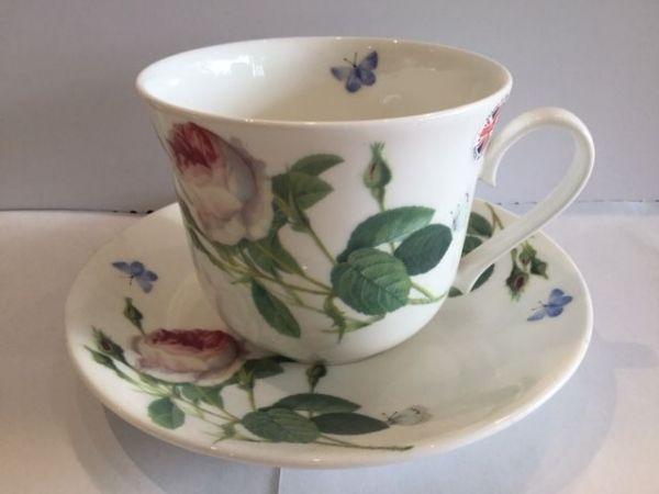 Jumbo Porzellan Tasse mit Untertasse (Rose und blaue Schmetterlinge)