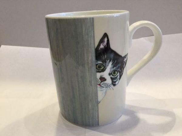 Porzellan Becher (CAT THROUGH THE DOOR LUCY MUG 2)